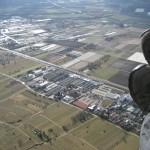 Blick auf Industriegebiet und Landeplatz